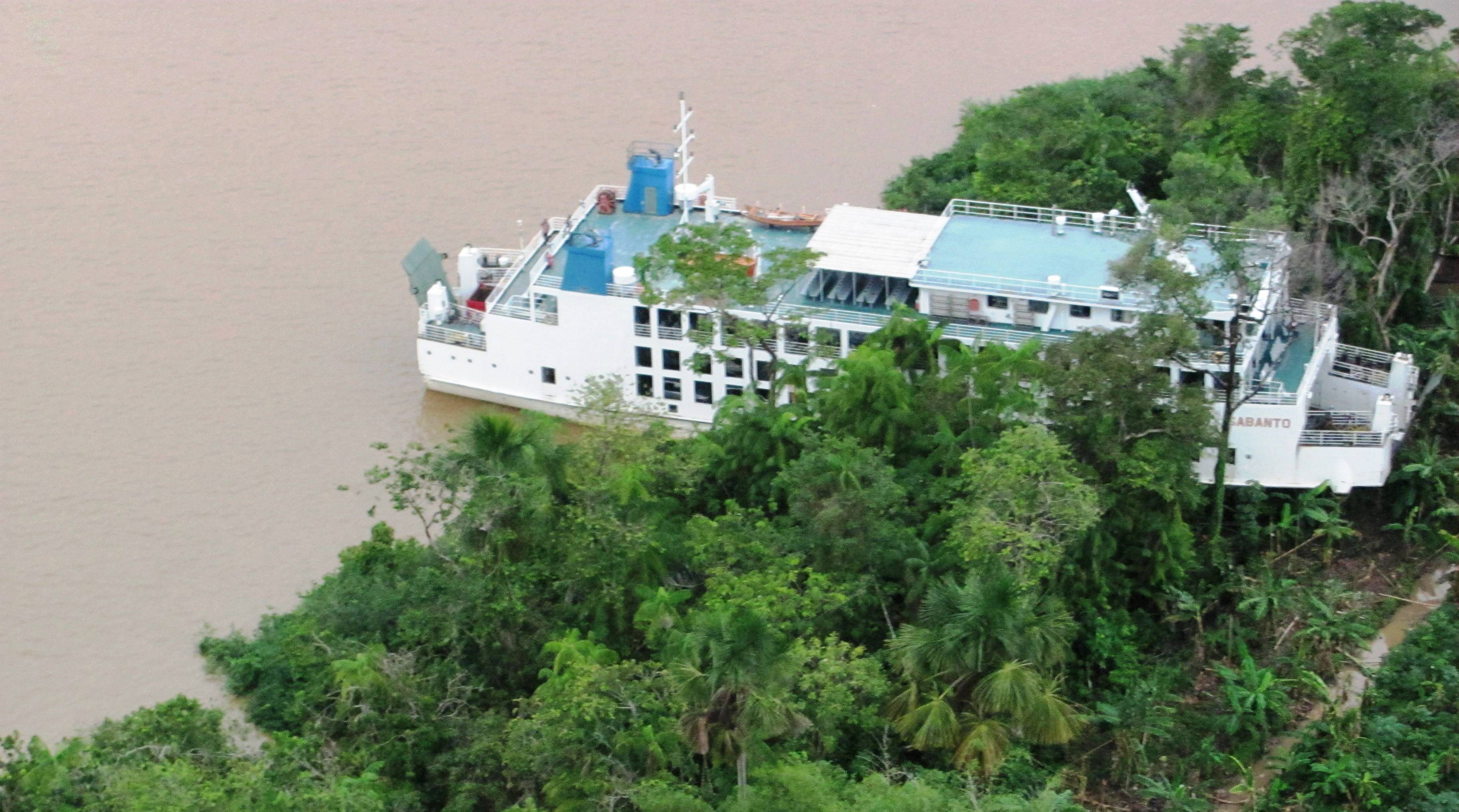 Passengers rescued after Ferry runs aground onto Wakenaam Island
