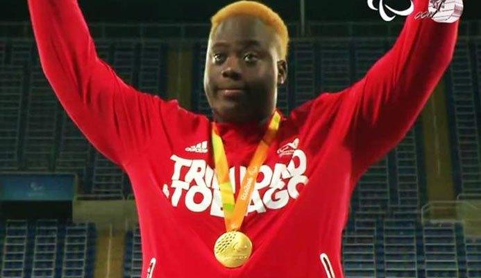 Akeem Stewart celebrates his gold medal at the Rio Paralympics (CARICOM photo)