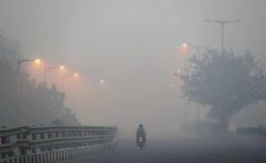 Fog in Delhi (AP photo)