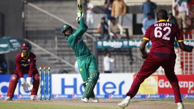 Shoaib Malik's targeted assault on Sulieman Benn was a turning point in the second ODI (Photo: AFP)
