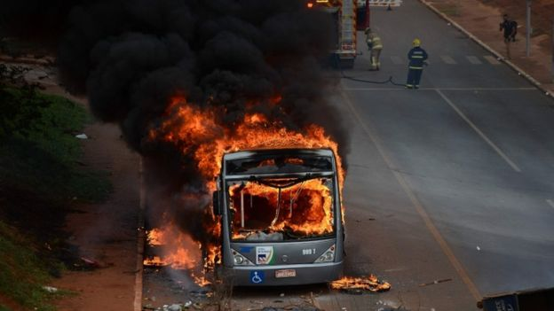 A bus was set on fire and many vehicles vandalised in Brasilia (AFP Image)