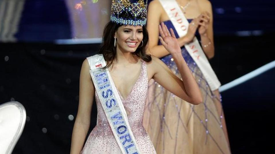 Miss Puerto Rico Stephanie Del Valle waves after winning the Miss World 2016 in Oxen Hill, Maryland, US. (Reuters photo)